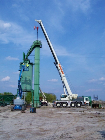 90 ton hydraulic crane at an asphalt plant