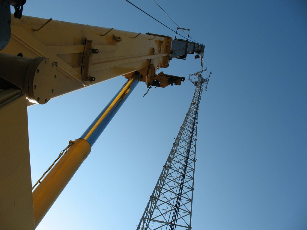 175 ton crane reaching to the top of a cell tower.
