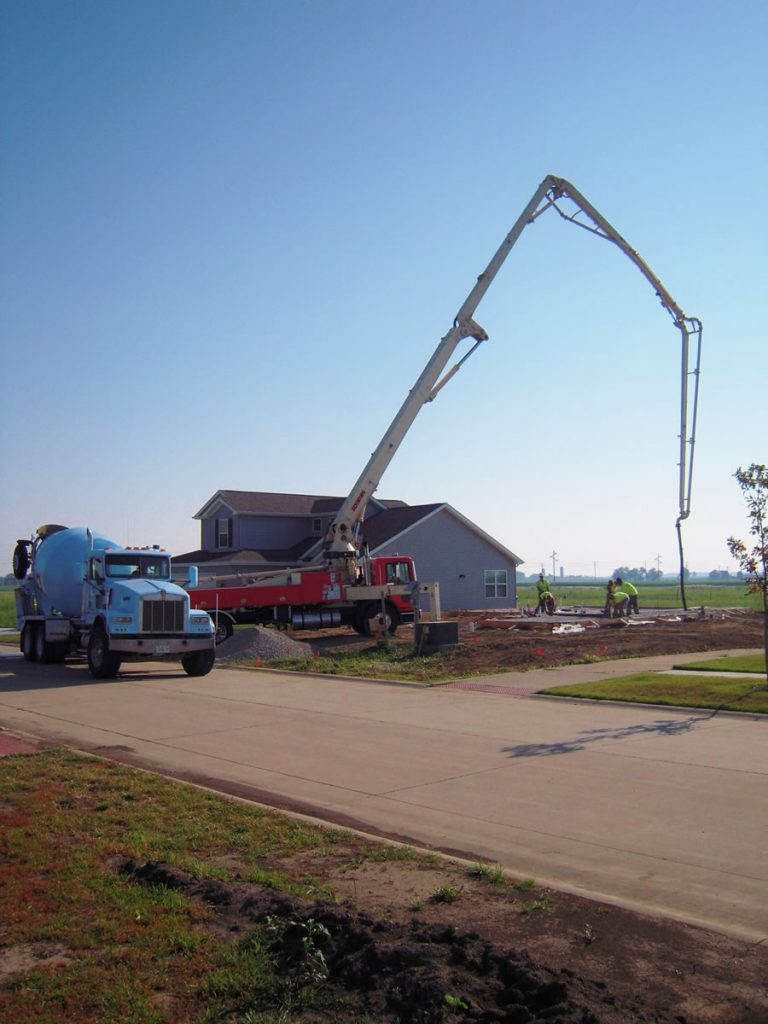 39 meter truck pumping concrete foundation